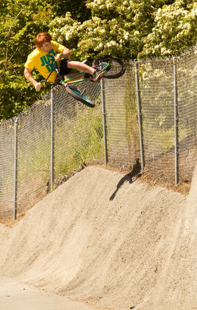 Jake Ortiz going above and beyond. Fence slap plant explode at the highest point possible on the hardest tranny to ride
